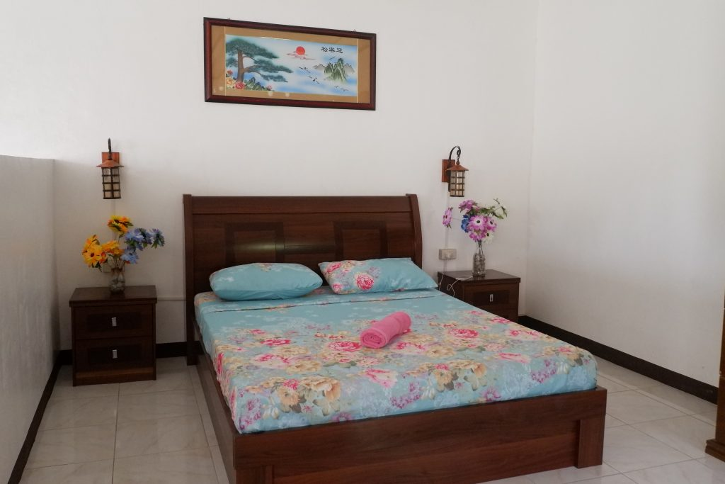 "ALT=""mahogany upland resort dauin bedroom"""