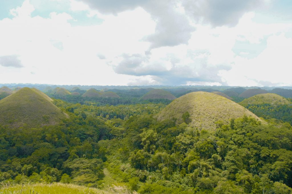 "ALT=""bohol travel guide and the chocolate hills"""