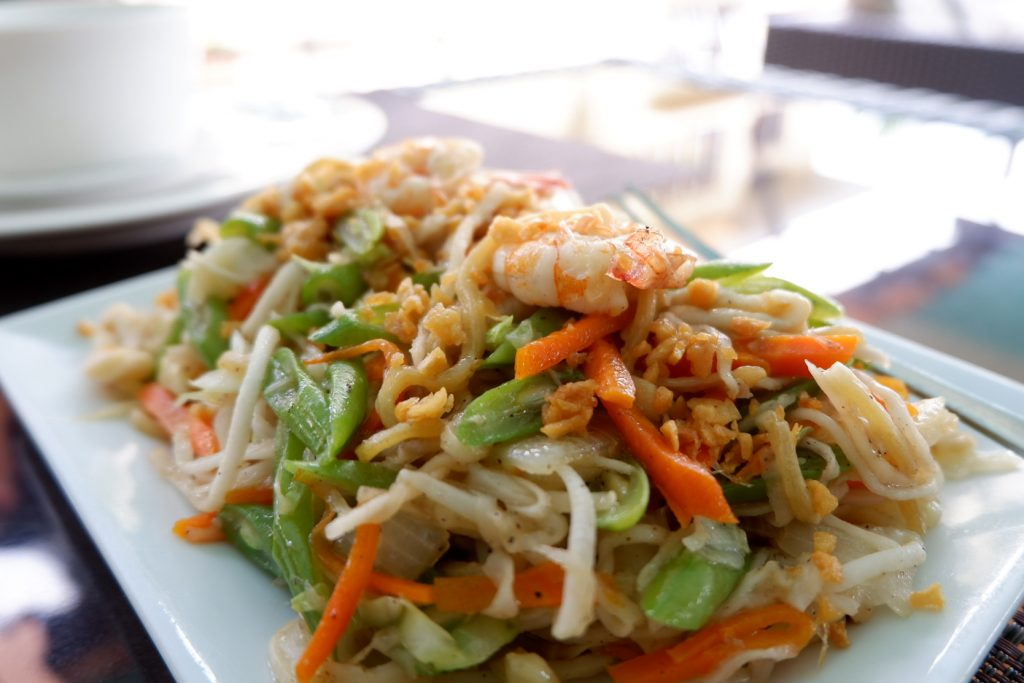 "ALT=""mons restaurant buko pancit to eat"""