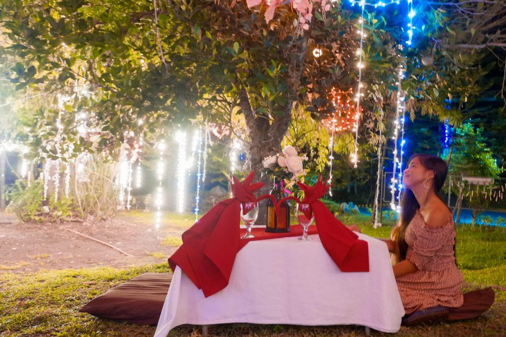 "ALT=""mon's restaurant dine under the stars concept"""