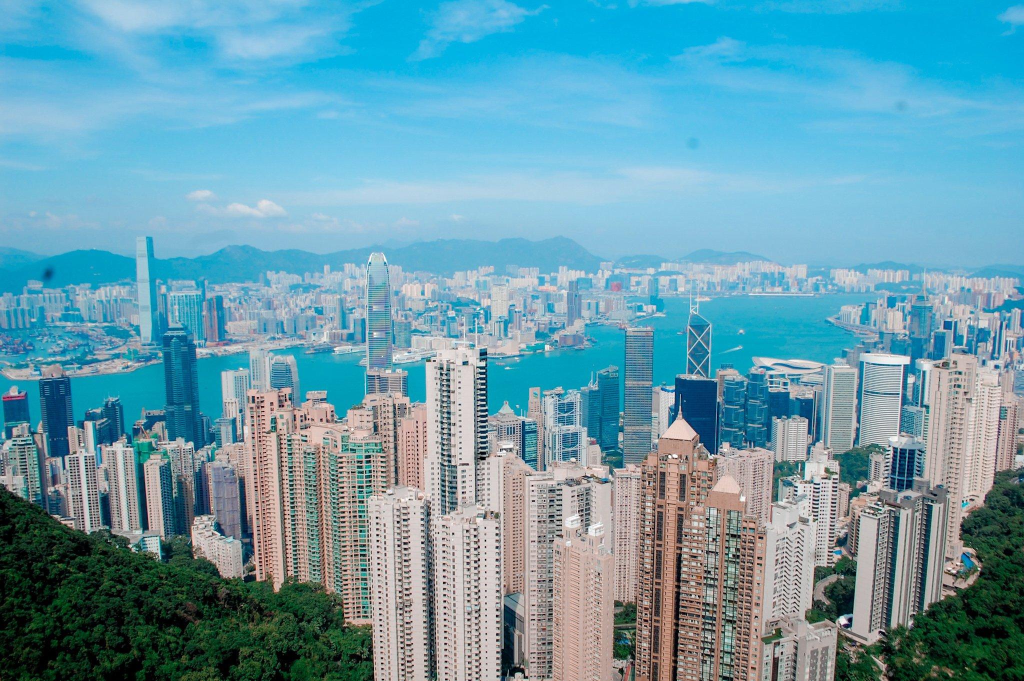 "ALT=""hongkong sky terrace view with a travel guide"""