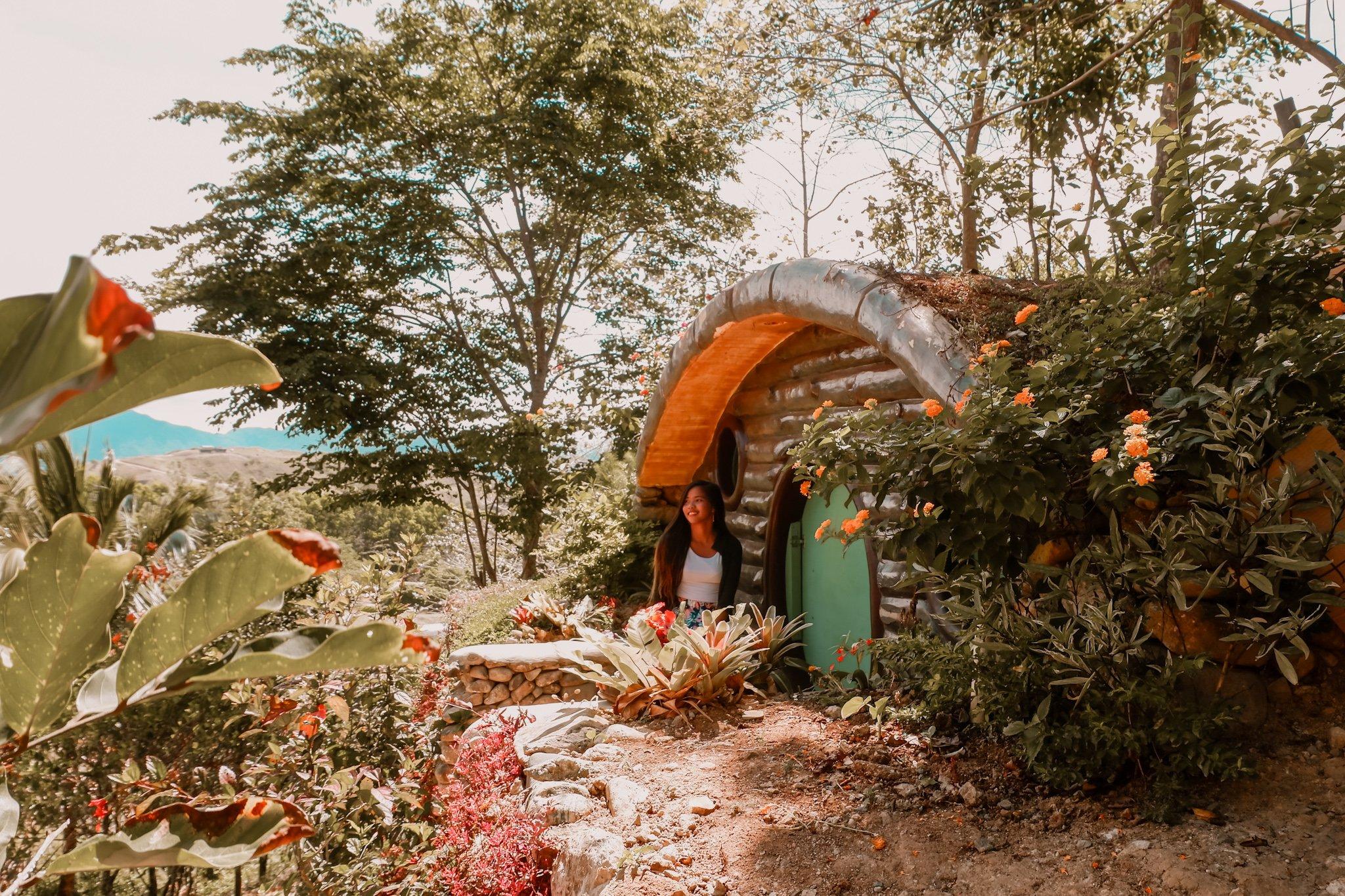"ALT=""el patio razon hobbit house"""