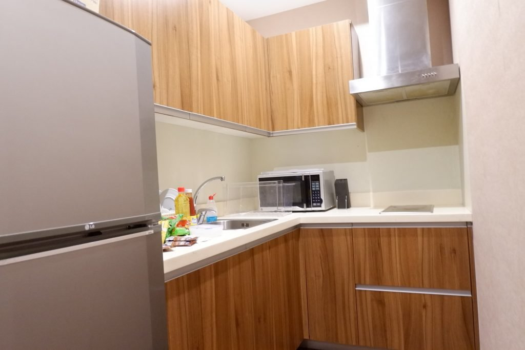 "ALT=""gramercy residences zen rooms tiny kitchen"""
