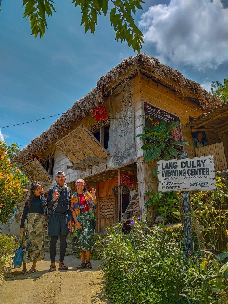 """ALT=""""lake sebu lang dulay weaving center"""""""